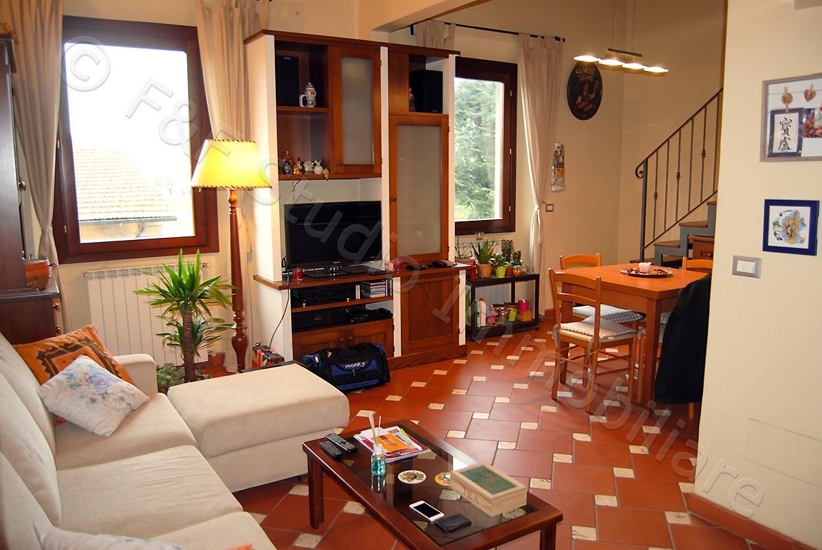 Appartamento su 2 livelli. Grazioso e particolare – B/470
