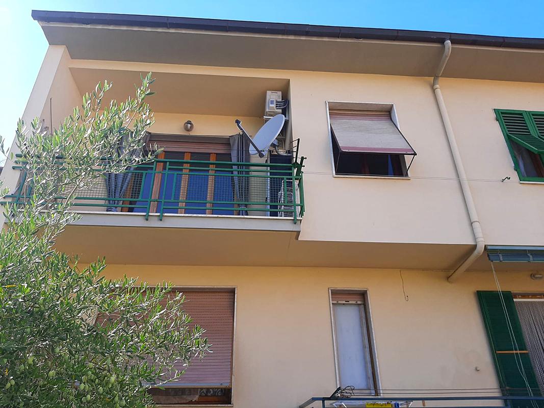 In bifamiliare appartamento con 2 balconi, ampia cantina e resede esclusivo – D/250