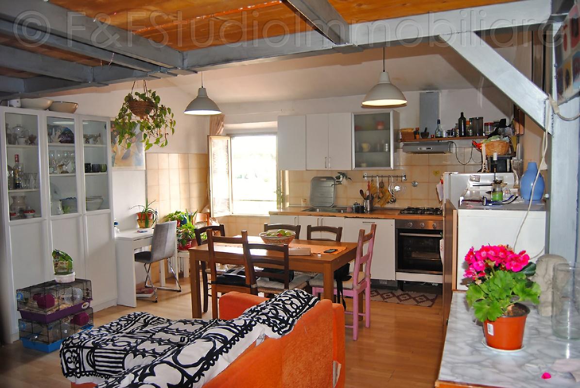 Ampio e luminoso appartamento di 3 vani con soppalco – B/530